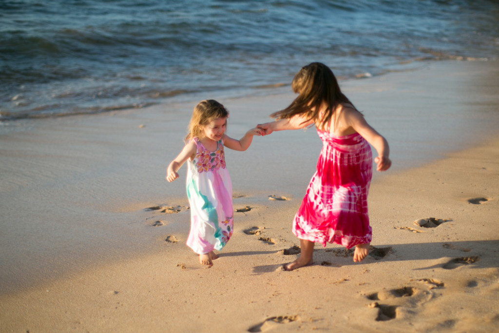 Wailea family session, siblings playing on beach